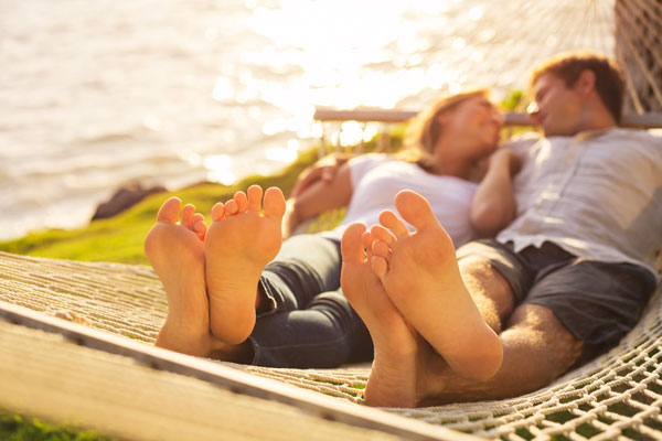 couple_feet_600x400