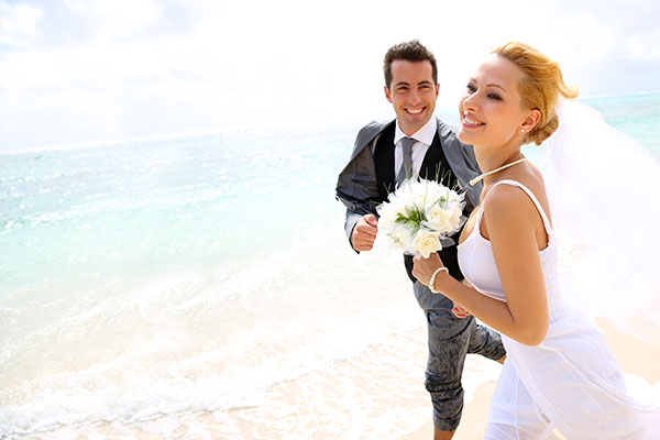 couple_wedding_beach_600X400